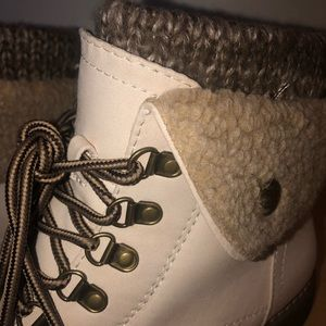 White Mountain Cliffs Duena Fabric Boots Size 10